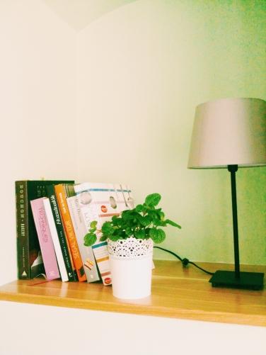könyvek a polcokon